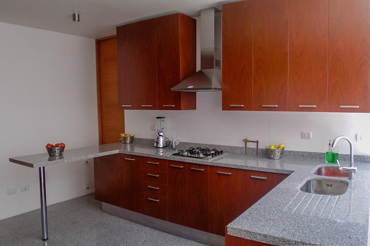 Muebles de cocina cubierta de granito puertas melamina for Muebles melamina
