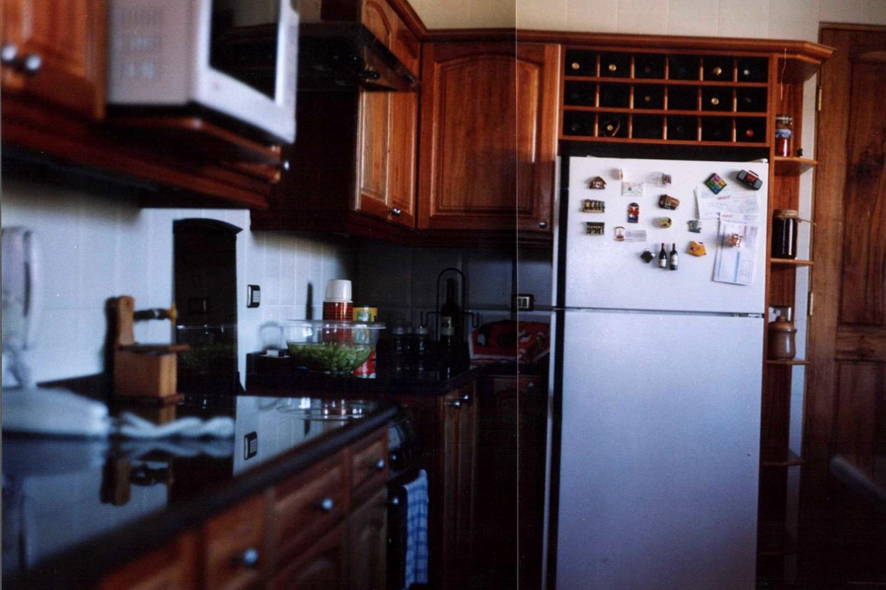 Muebles de Cocina Cubierta Granito Puertas Madera Slida