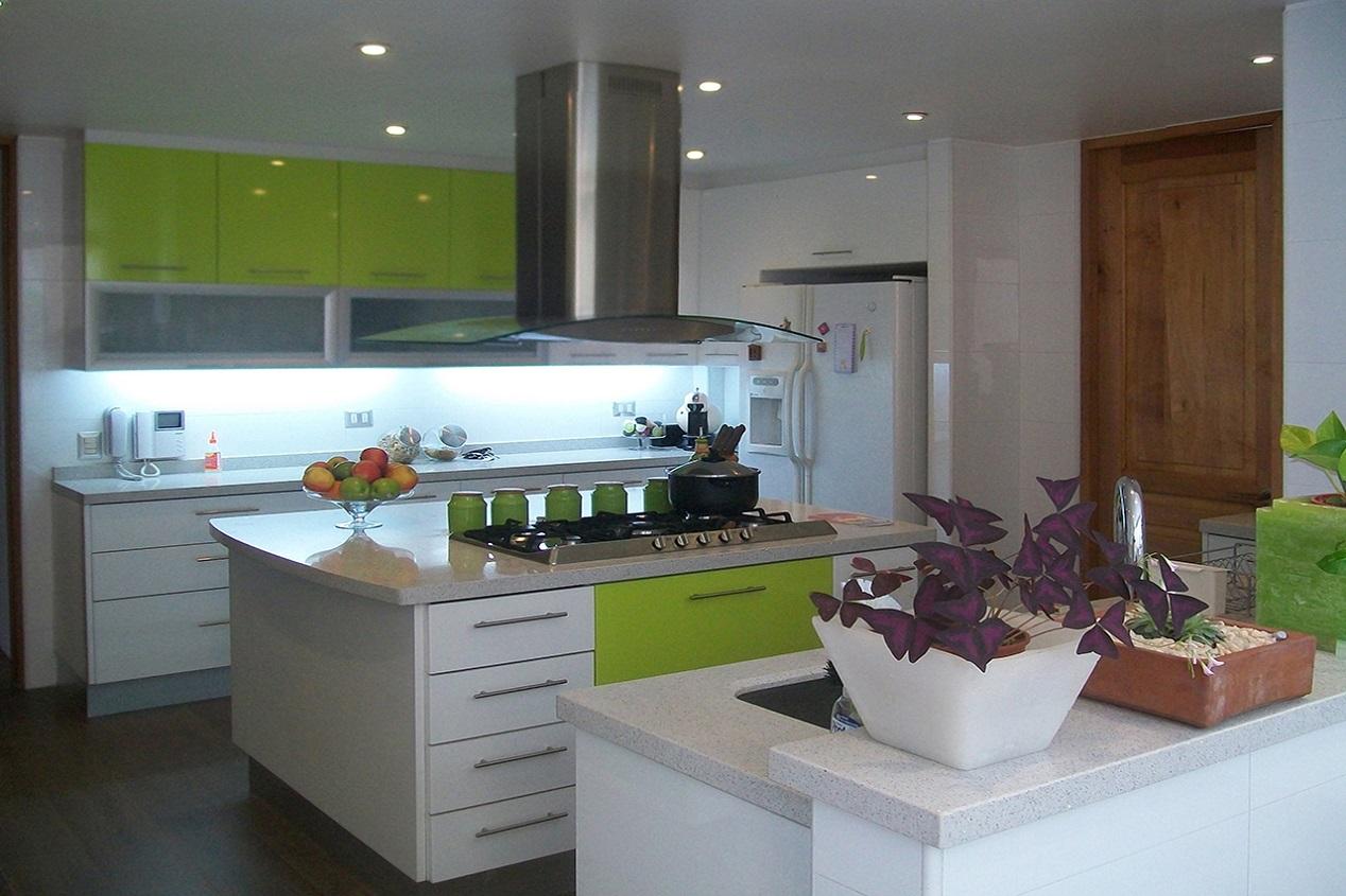 Muebles de cocina puertas topform blanco y verde pistacho COV222
